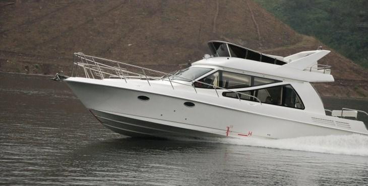 豪装38FT游艇